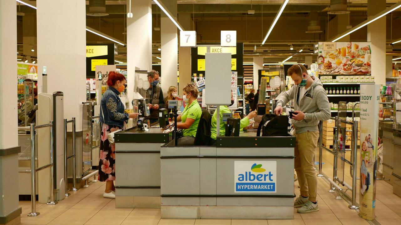 Albert maloobchod supermarket roušky tržby nákupy