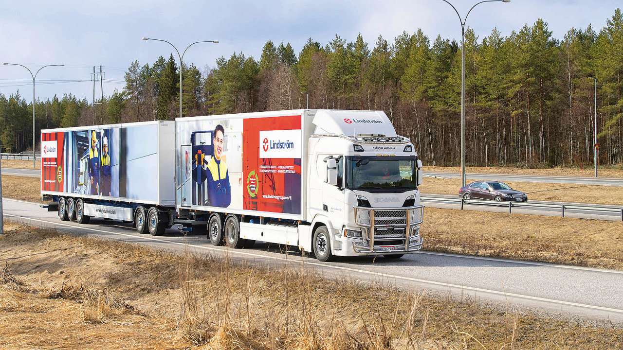 Vseverním Finsku provozuje rodinná firma Kuljetus Luokkala vsoupravě dlouhé 31 metrů plynovou Scanii, která vdrsném podnebí severského regionu rozváží zboží.