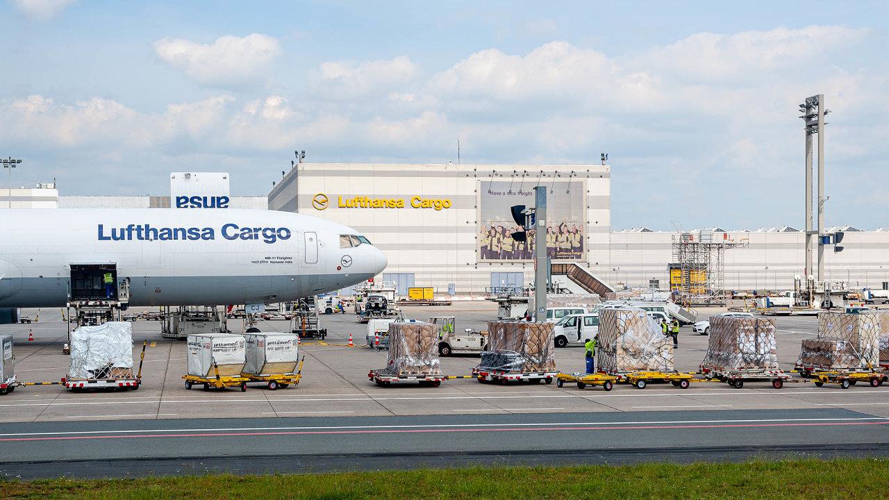 Místo lidí náklad: Kromě speciálních nákladních letadel převáží cargo iběžné letecké linky.