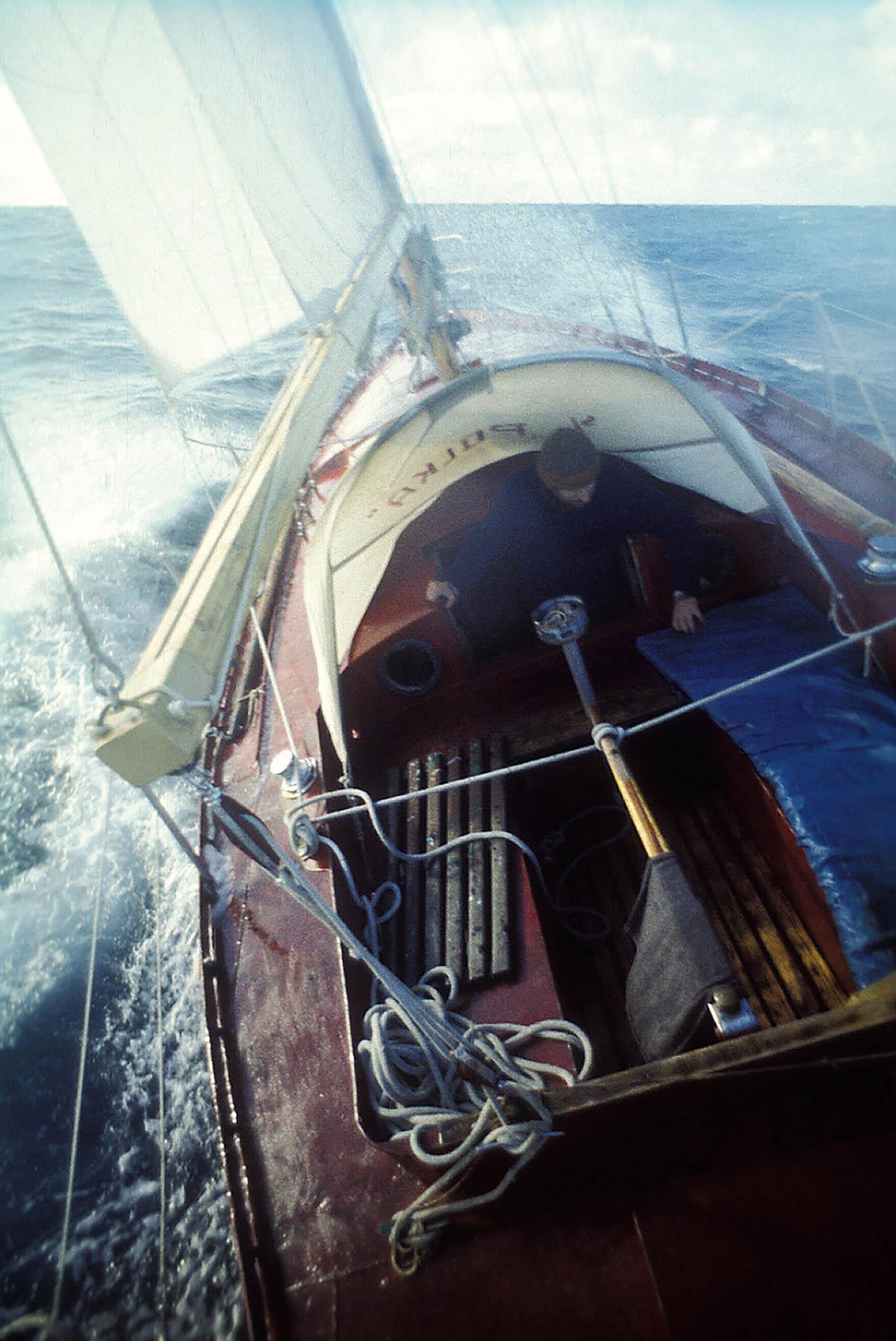 V roce 1980 se socelovou plachetnicí Polka vydal naŠpicberky avroce 1982 sní vyrazil doJižní Ameriky, kde se nechtěně přimíchal doválky oFalklandy.