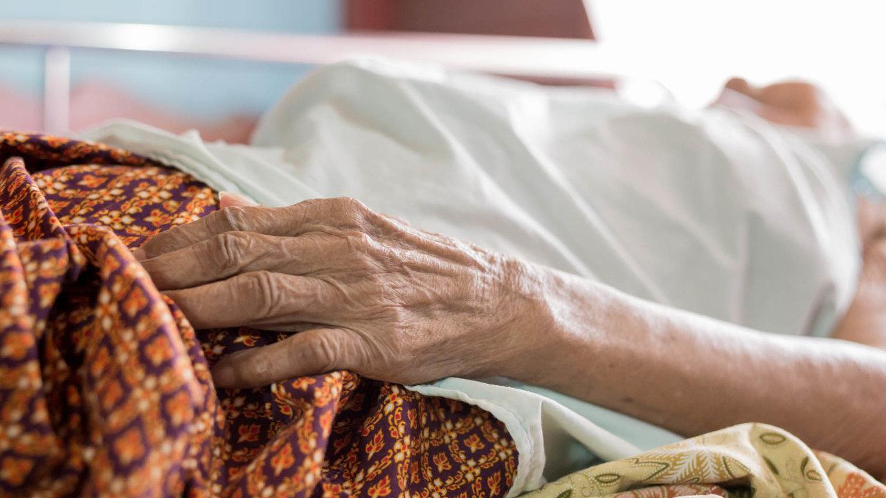 Při koronavirové izolaci umírali klienti domovů pro seniory častěji. Chybějící kontakt s blízkými zhoršoval jejich stav.