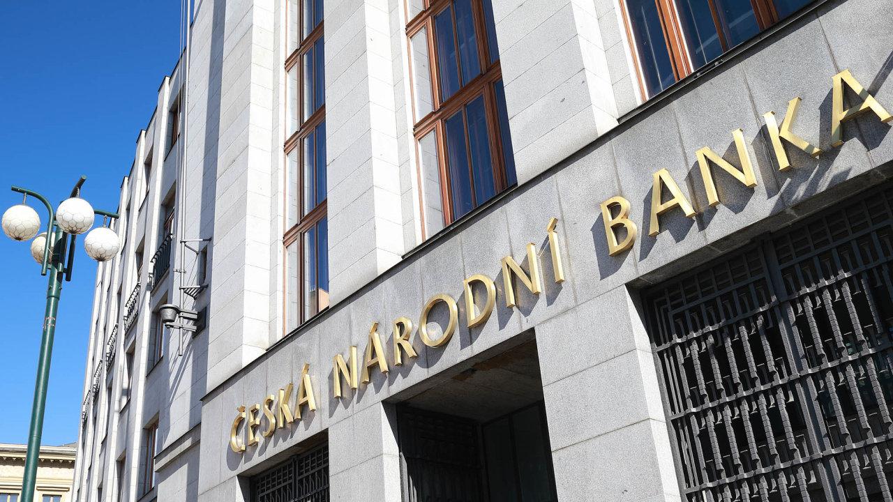 Česká národní banka uvedla, že Pánek neměl napřijímání vkladů odveřejnosti odkonce roku 2018 licenci. Ajeho Foxtrade Invest dokonce už odroku 2013.