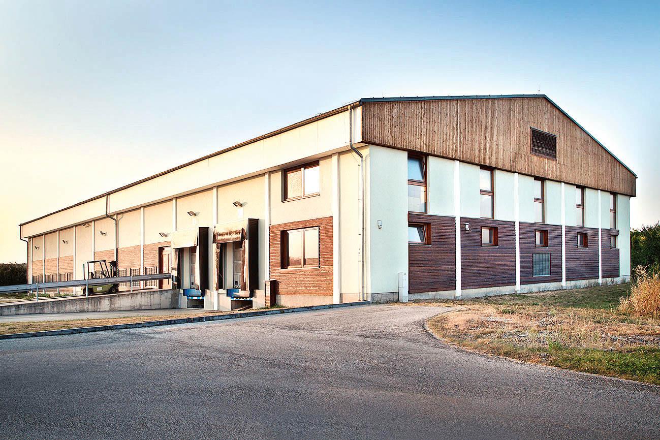 Skladové prostory společnosti Aveflor (na snímku)