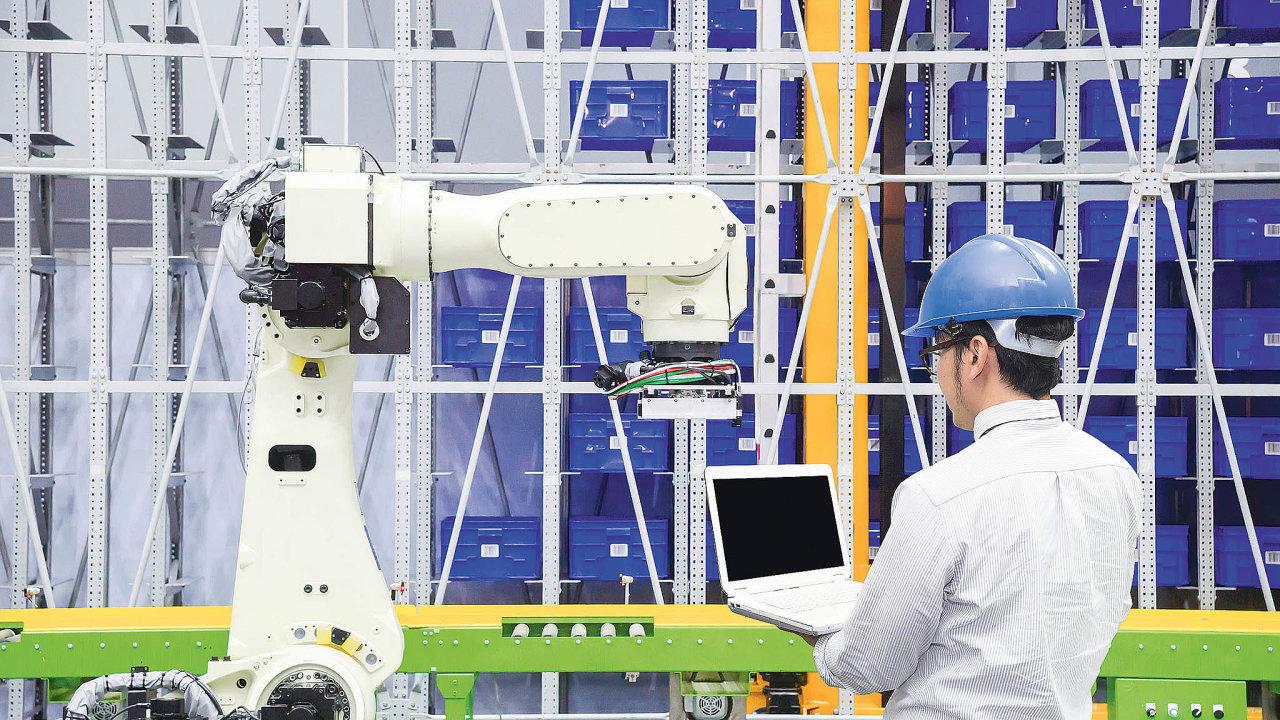 Spolupráce robotů alidí ve skladech je stále častější.