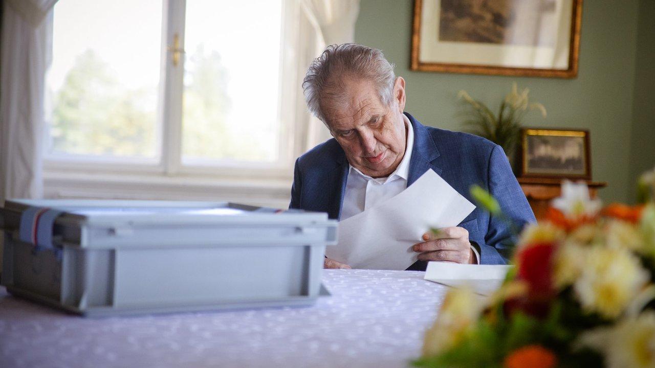 Prezident Miloš Zeman odevzdal 8. října 2021 hlas ve sněmovních volbách na zámku v Lánech.