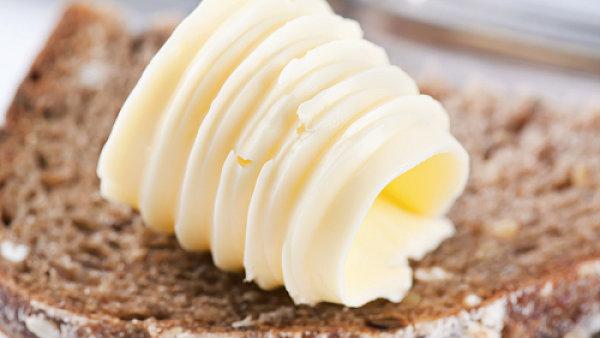 Nízký obsah cholesterolu a nasycených mastných kyselin je výhodou margarínů, máslo boduje technologií bez éček.