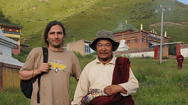 Daniel Berounský vyučuje tibetanistiku v Ústavu jižní a centrální Asie FF Univerzity Karlovy.