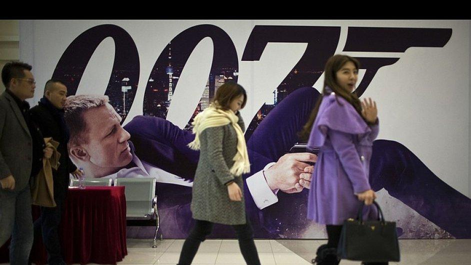 Číňané na bondovku Skyfall chodí, kinaři však peníze zpět do USA neposílají.