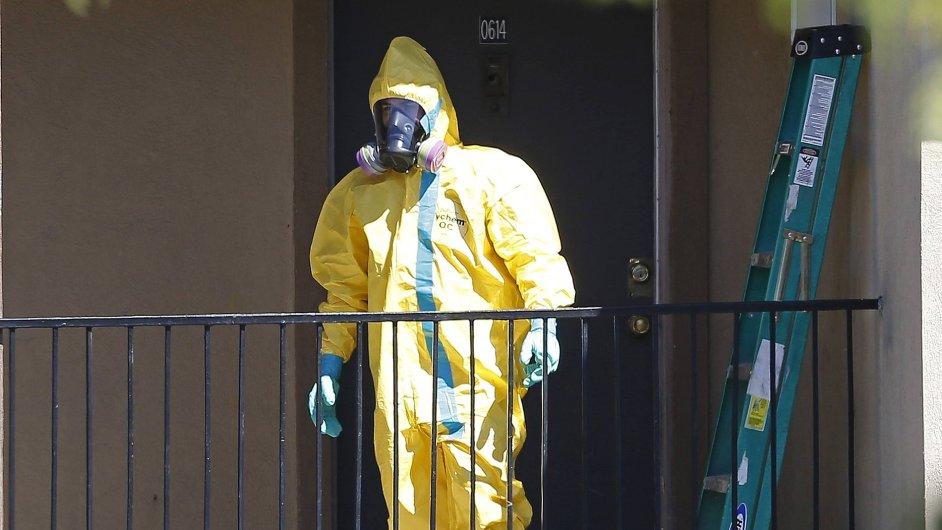 Zdravotník v americkém Dallasu připravuje karanténu pro podezřelé z nakažení virem ebola.