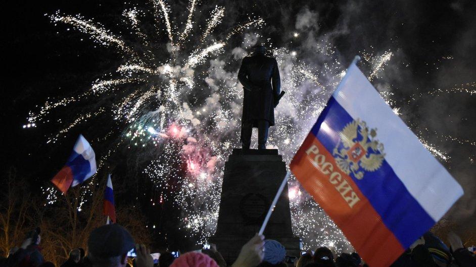 Ohňostroje v Sevastopoli oslavují výročí anexe Krymu.