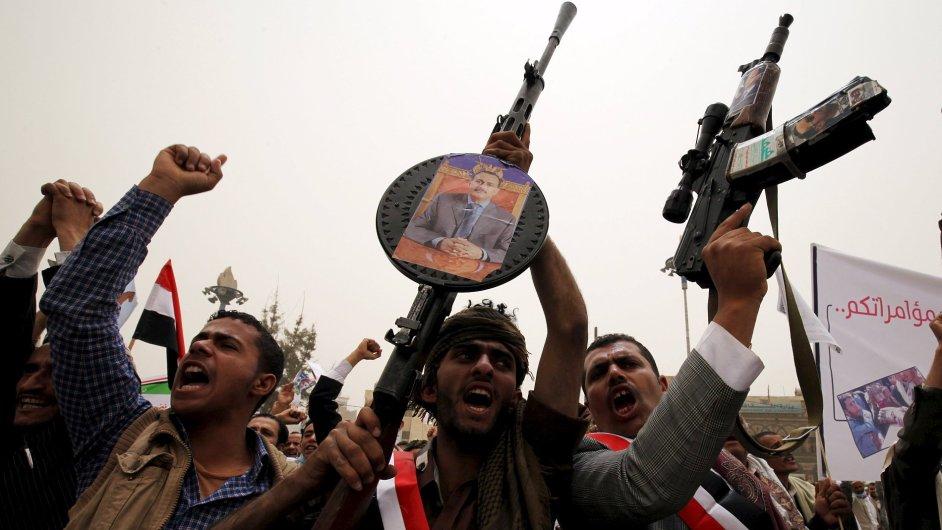 Podporovatelé prezidenta Jemenu Mansúra Hádího.