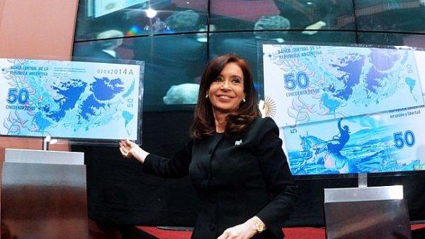 Prezidentka Cristina Fernándezová představuje novou 50-ti pesovou bankovku s Malvínami - samozřejmě argentinskými.