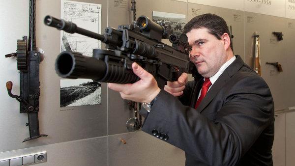 Vedle pistolí CZ vyrábí Česká zbrojovka Uherský Brod také útočnou pušku Bren.