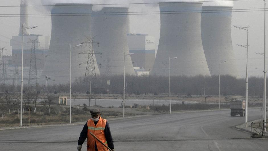 Boj proti fosilním palivům před klimatickým summitem v Paříži sílí.