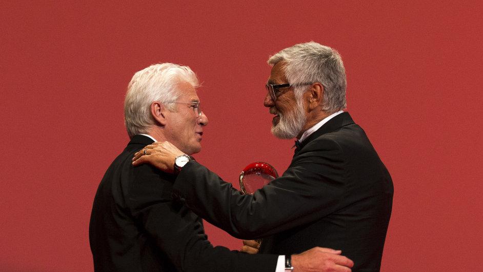 Richard Gere a Jiří Bartoška na pátečním zahájení festivalu v Karlových Varech.