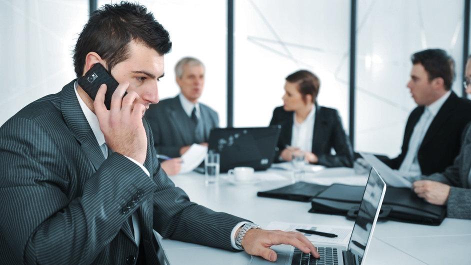 Pracovní telefonát - Ilustrační foto