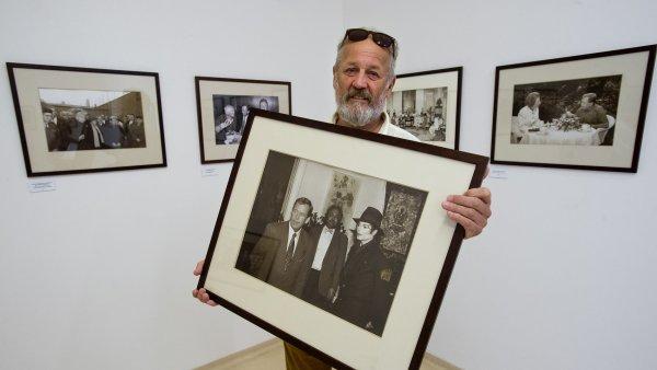 �esk� centrum vystavuje sn�mky Havla od fotografa Ji��ho J�r�, p��t� rok pojedou do sv�ta