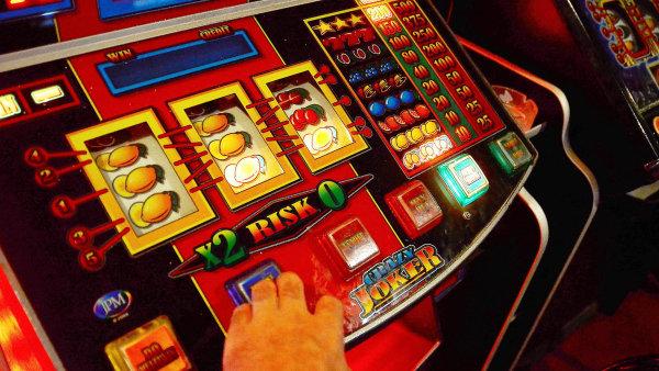 Ministr financ� Andrej Babi� (ANO) chce, aby v�echny pen�ze z hazardu nejd��ve tekly do st�tn�ho rozpo�tu a pak je na sport p�erozd�lilo ministerstvo �kolstv� - Ilustra�n� foto.