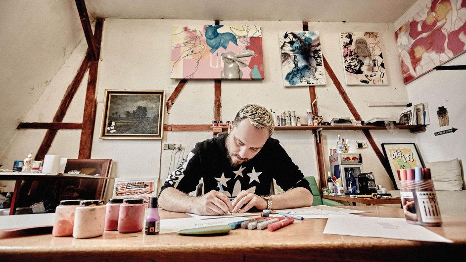 Pasta Oner, vlastním jménem Zdeněk Řanda, je jedním z průkopníků graffiti a street artu v Česku.