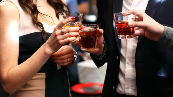 Na svátek sv. Patrika se v barech a restauracích celého světa vypije nejvíc irské whiskey v roce.
