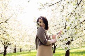 Nguyen Hoang Lan alias MiMi ve svém ateliéru tvoří luxusní módní kolekce a učí české ženy vyšívat.