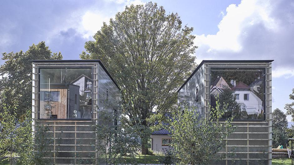 Fasáda Zen-Houses má působit jako jemná průsvitná vrstva, nechávající tušit hmotu domu.
