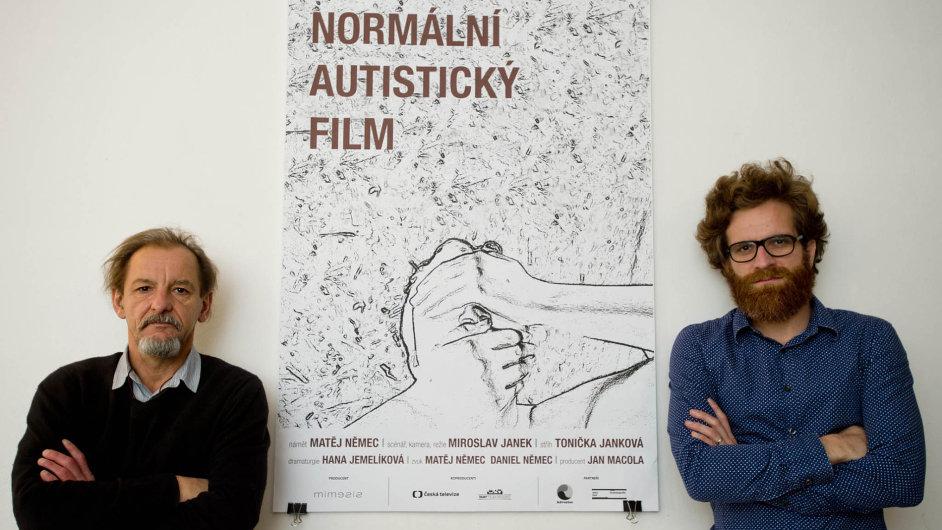 Dokumentární snímek Normální autistický film natočil režisér Miroslav Janek (vlevo) v produkci Jana Macoly (vpravo).
