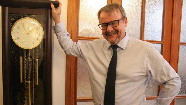 Ohrožený ministr. Ministra dopravy Dana Ťoka drží vevládě Andrej Babiš.