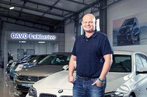 Majitel Autocentra Davo Car David Vojtěch má v kanceláři speciální