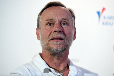 Na snímku ze středečního představení Křižáčka je herec Karel Roden.