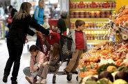 Růst cen v listopadu zpomalil, inflace je v Česku podle ekonomů již za svým vrcholem a trend se obrací