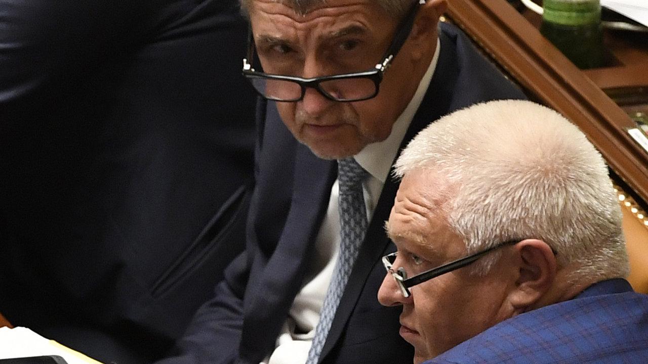 Předseda hnutí ANO Andrej Babiš a první místopředseda hnutí Jaroslav Faltýnek (vpravo) na schůzi Poslanecké sněmovny