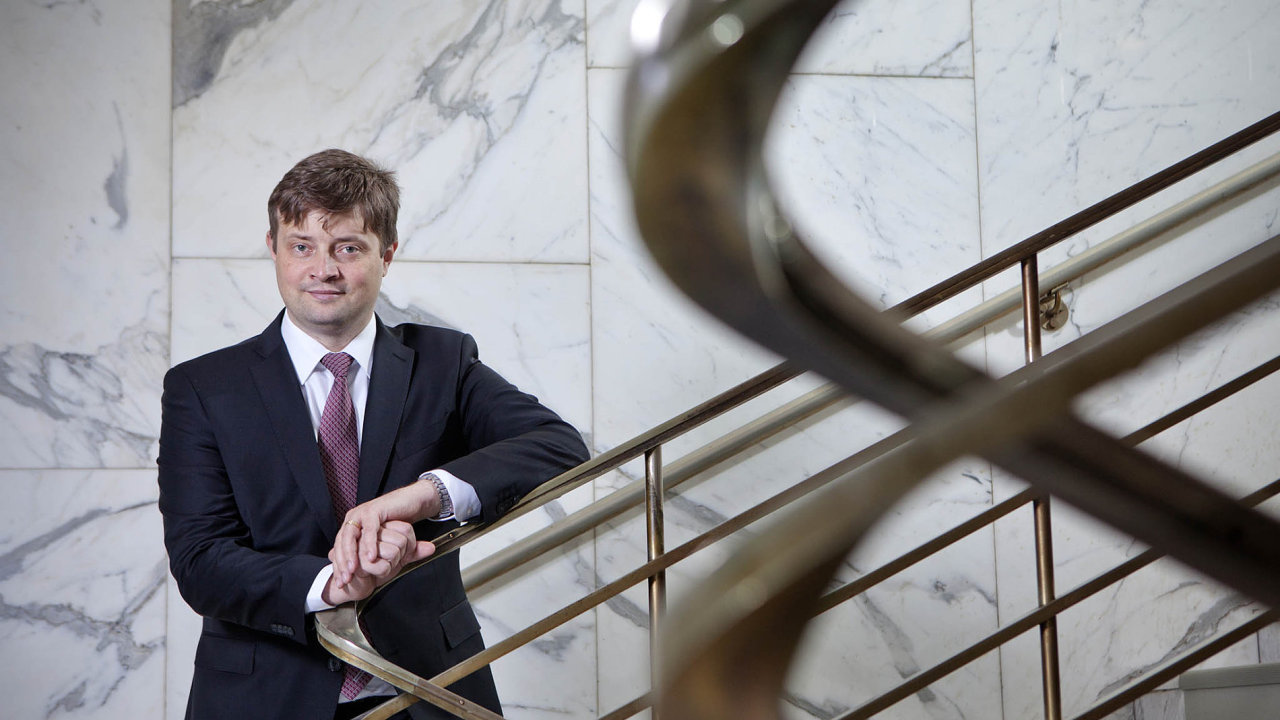 Šéf Martin Janeček uklidňoval podřízené, kteří se obávají trestní odpovědnosti v souvislosti se zátahy na karuselové podvody, že není čeho se bát.