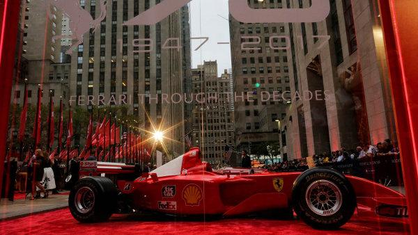 Sedmdesátiny letos slaví vpravdě ikonická automobilová značka. Její historii započal v roce 1947 italský automobilový závodník Enzo Ferrari, když sestrojil svůj první vůz.
