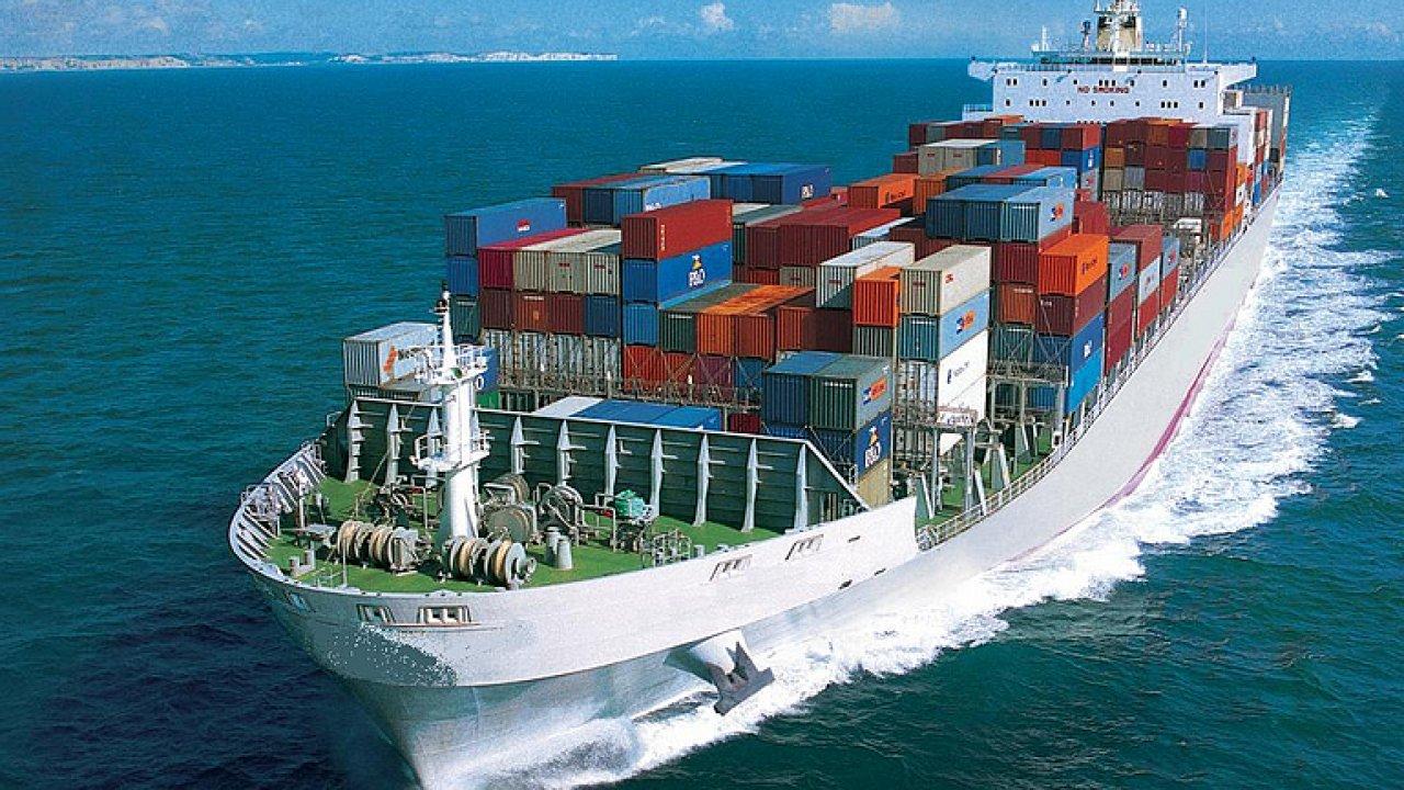 Spousta peněz leží na moři a to konkrétně v námořní přepravě.
