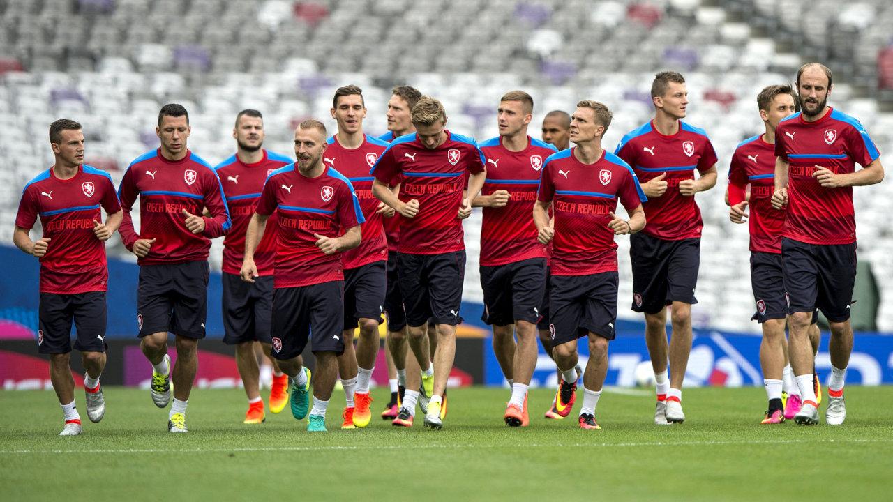 Čeští fotbalisté poprvé trénovali 12. června na stadionu ve francouzském Toulouse před zítřejším zápasem Španělsko - ČR na mistrovství Evropy ve fotbale.