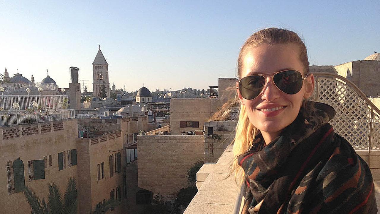 Modelka Linda Vojtová v Jeruzalému.