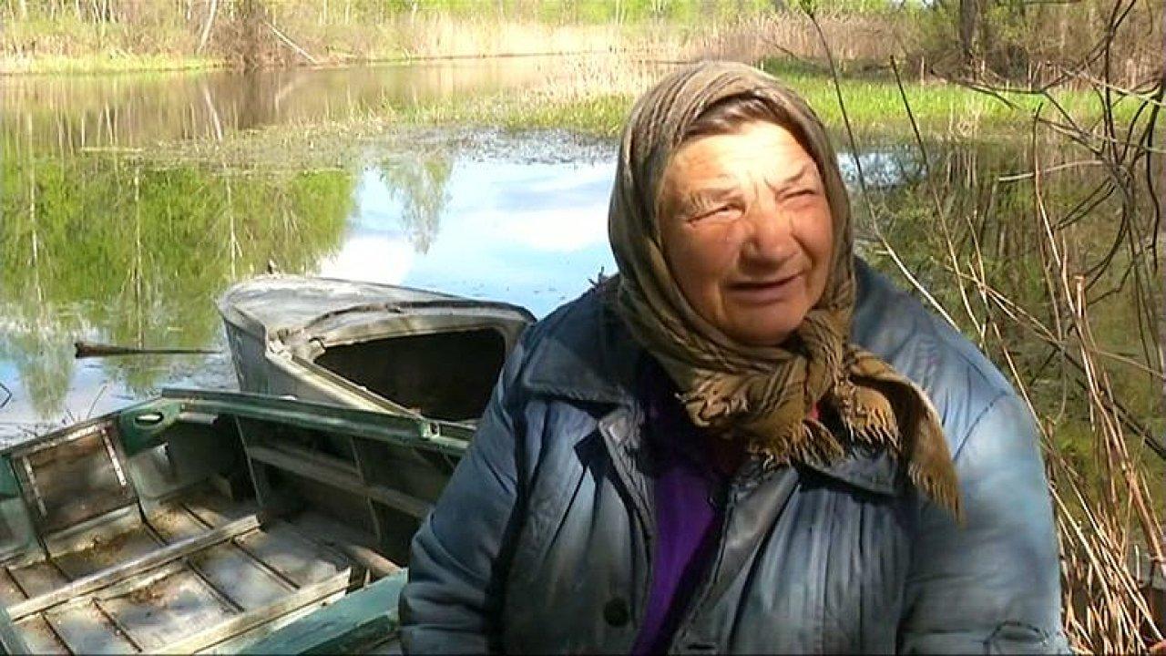 Do Černobylu se vrátili lidé. Tady radiace není, je tu pěkně a klid, tvrdí stařenka.