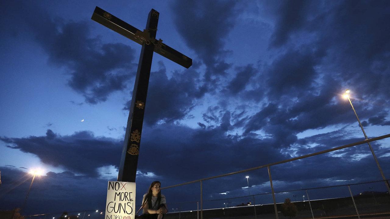 Smutek v USA. Dva vražedné útoky se třemi desítkami mrtvých na veřejnosti rozesmutnily Američany.