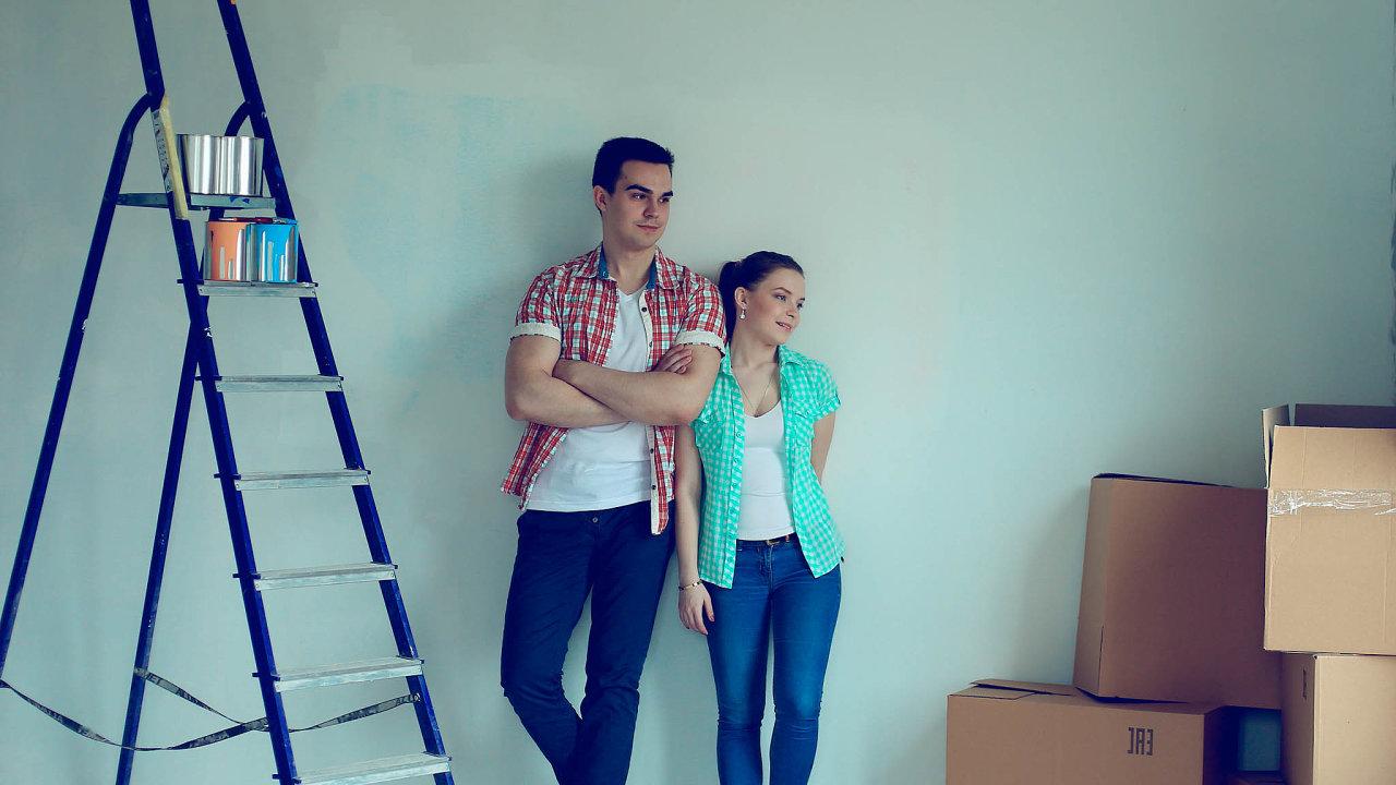 S novým bytem i s novou hypotékou. Lidí, kteří si na vlastní bydlení půjčují ubývá. Kvůli přísnějším podmínkám i vysokým cenám bytů (ilustrační snímek).