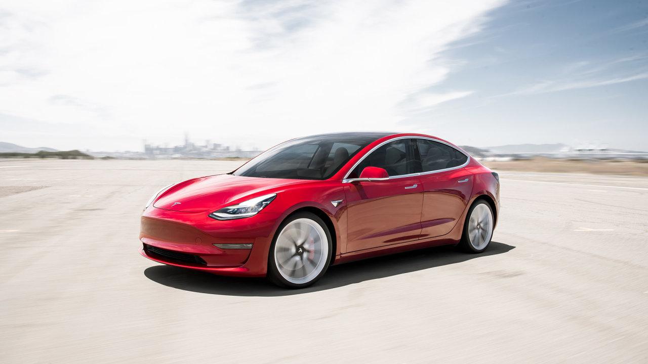 Tesla prodejně celosvětově roste. V USA byl ve druhém čtvrtletí letošního roku Model 3 devátým nejprodávanějším autem, v Británii se letos v srpnu vyhoupl dokonce natřetí místo.