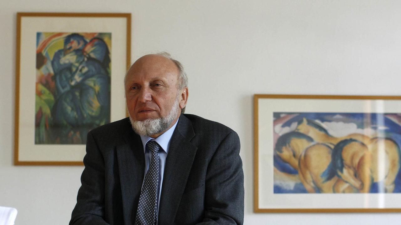 Hans-Werner Sinn je německý ekonom aemeritní profesor univerzity vMnichově. Byl předsedou institutu Ifo pro ekonomický výzkum. Působí vporadním sboru německého ministerstva hospodářství.