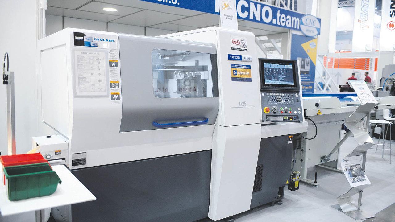 Dlouhotočný CNC obráběcí stroj sdvanácti řízenými osami (Citizen Machinery).