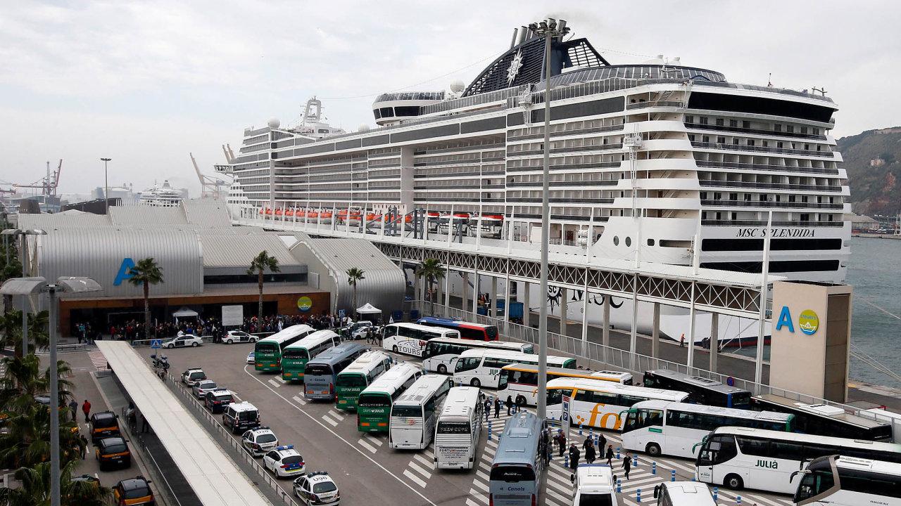 Peníze odvýletníků: Středomořské výletní lodě přivážejí tisíce turistů. Teď se ale Barceloně vyhýbají.