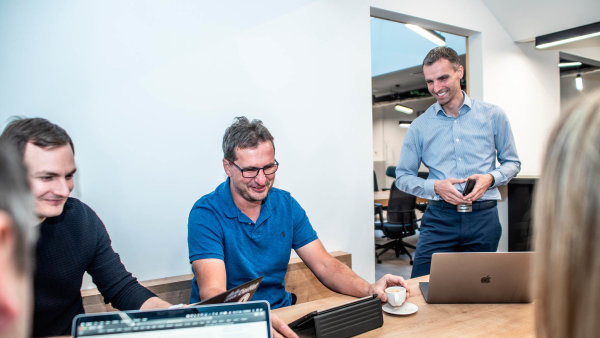Vefirmě Cisco má Jan Šmíd(vpravo) nastarosti péči oklíčové zákazníky. Včeské pobočce společnosti, která vyrábí síťové technologie, pracuje už 12 let.