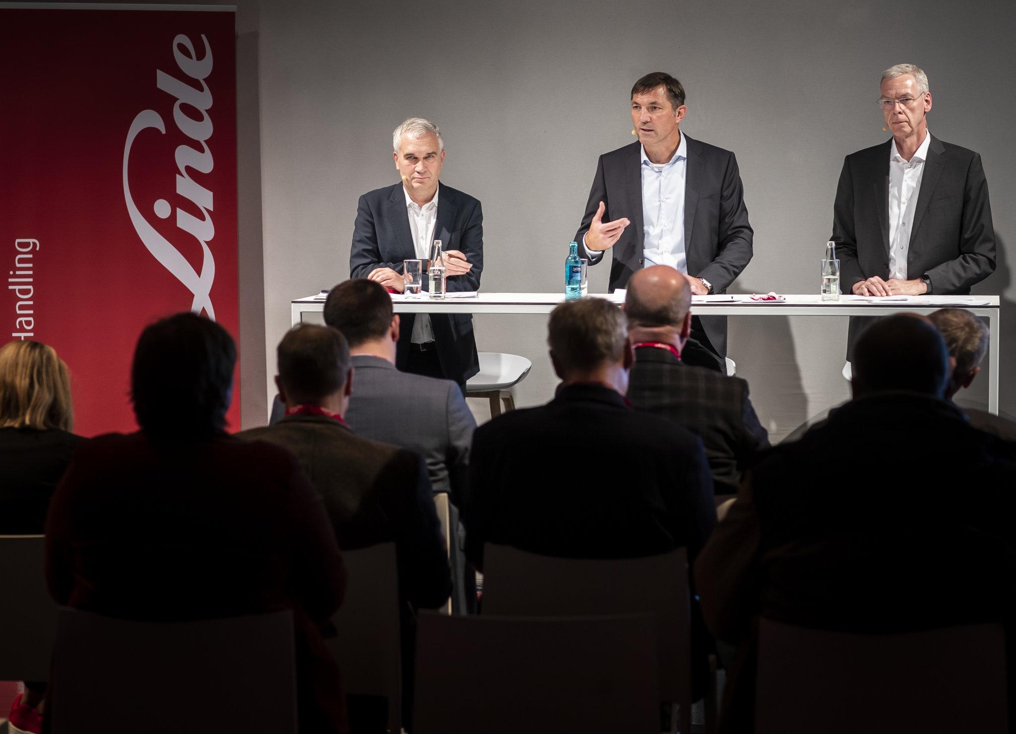 Andreas Krinninger, šéf Linde Material Handling, na tiskové konferenci nedaleko Berlína, kde firma koncem loňského roku představovala novou generaci vysokozdvižných vozíků.