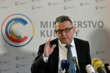 """Ministr kultury Lubomír Zaorálek na tiskové konferenci označil projekt Czechiana za """"černou díru""""."""