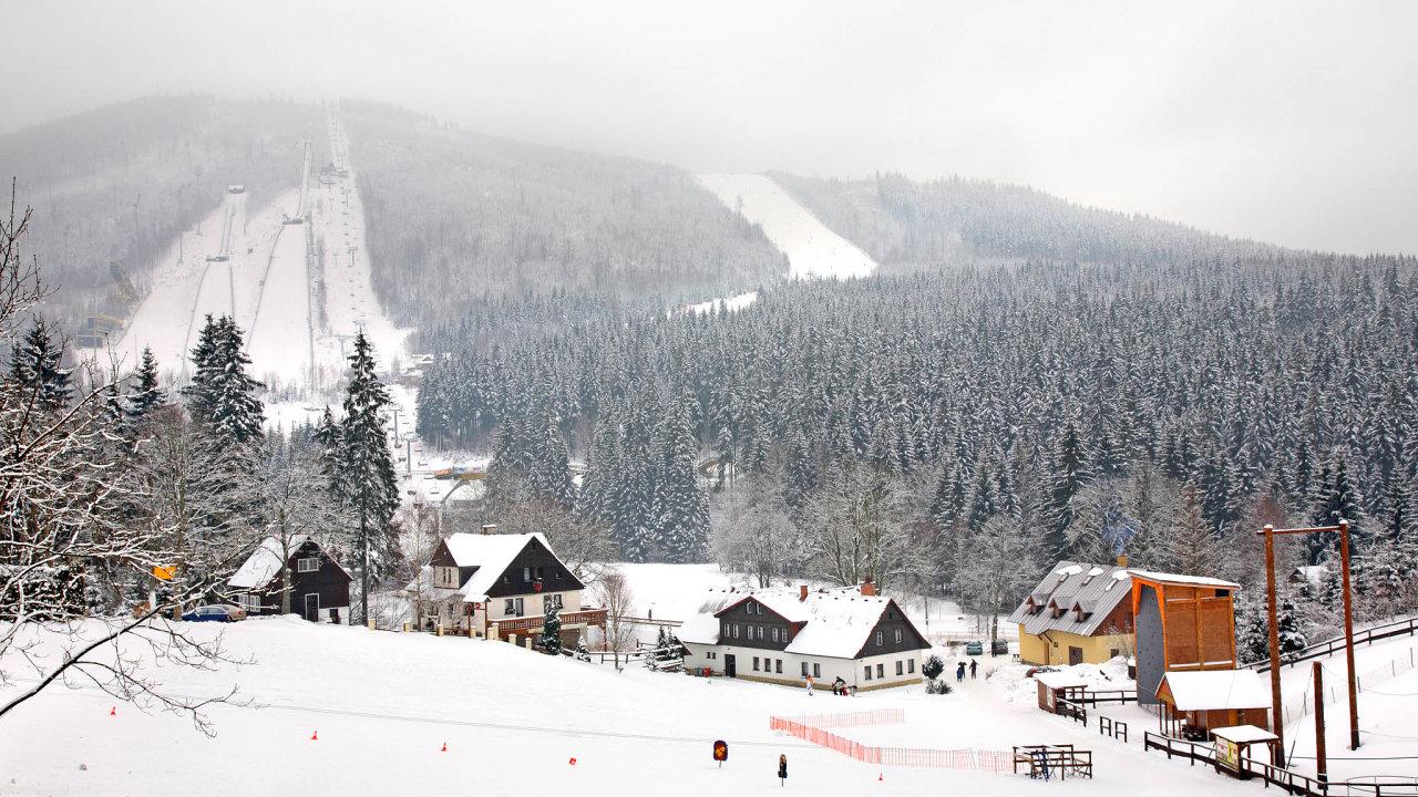 Lepší služby středisek spolu svyššími platy azměnami životního stylu české společnosti zvedly návštěvnost hor.