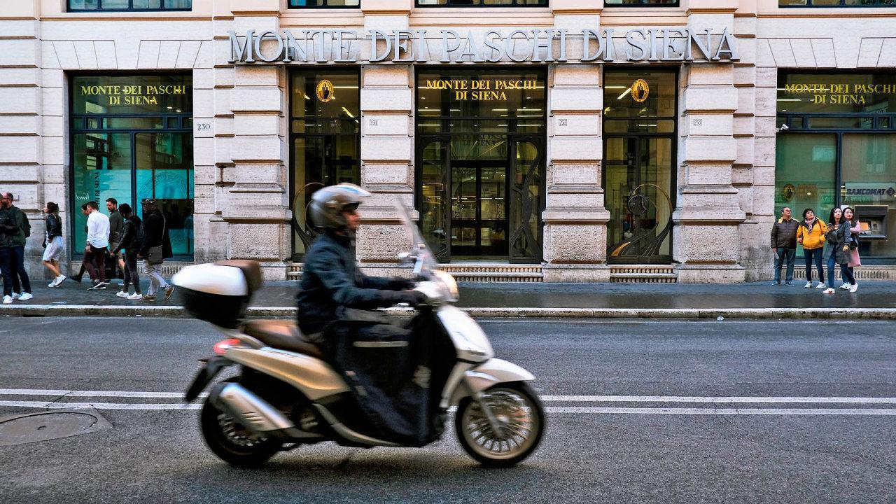 Symbol problémů: Italská banka Monte dei Paschi di Siena je nejstarší bankou na světě. Kvůli vysokému podílu špatných úvěrů už ale musela několikrát čerpat státní pomoc.