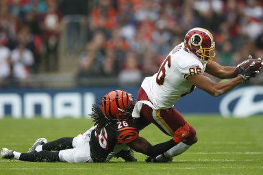 Tým Washington Redskins má tři Super Bowly pro šampiona zámořské ligy amerického fotbalu NFL a fanoušky po celém světě. Přejmenuje se po nátlaku organizací bojujících za práva původních obyvatel.